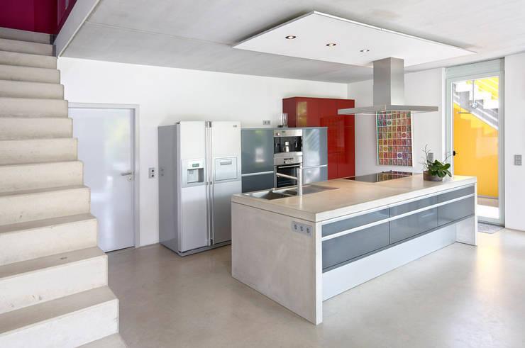 INDIVIDUELLE DOPPELHAUSHÄLFTE: moderne Häuser von b2 böhme PROJEKTBAU GmbH