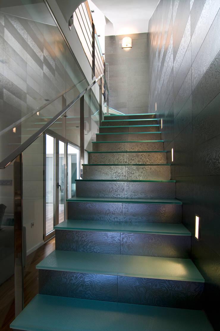 Corredores e halls de entrada  por AZ Diseño