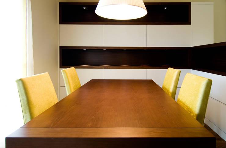 La séduction de l'espace : Comedor de estilo  de Blank Interiors
