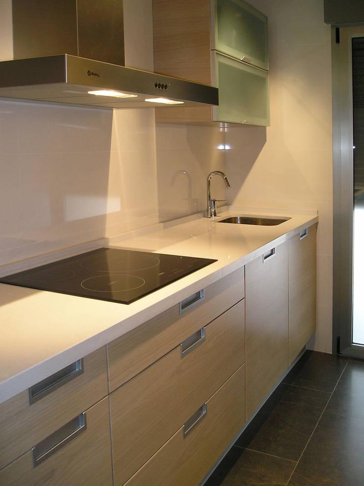 moderne Keuken door AZ Diseño
