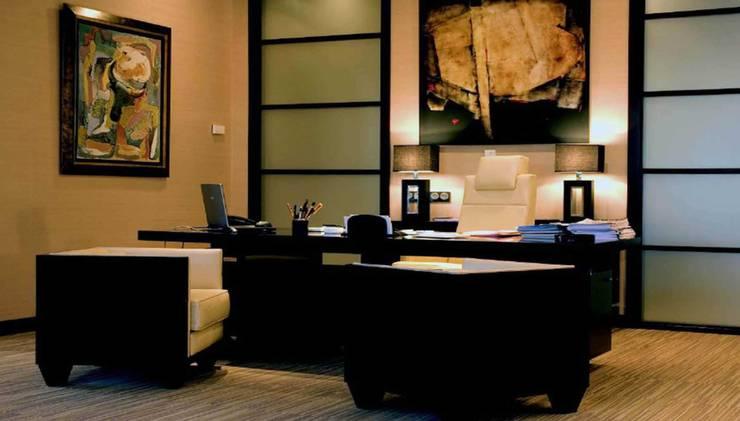 Despacho Dirección: Estudios y despachos de estilo colonial de Dimensi-on