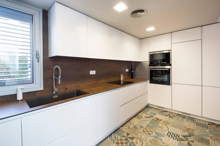 Vivienda con toques Vintage: Cocinas de estilo  de Blank Interiors