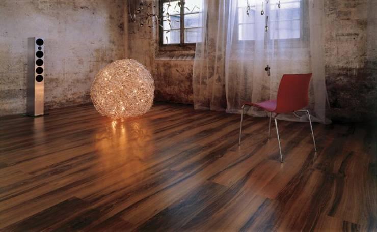 AUXILIARES Y DECORACIÓN: Paredes y suelos de estilo moderno de Muebles Flores Torreblanca