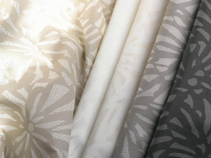 DECORACIÓN TEXTIL: Dormitorios de estilo  de Muebles Flores Torreblanca