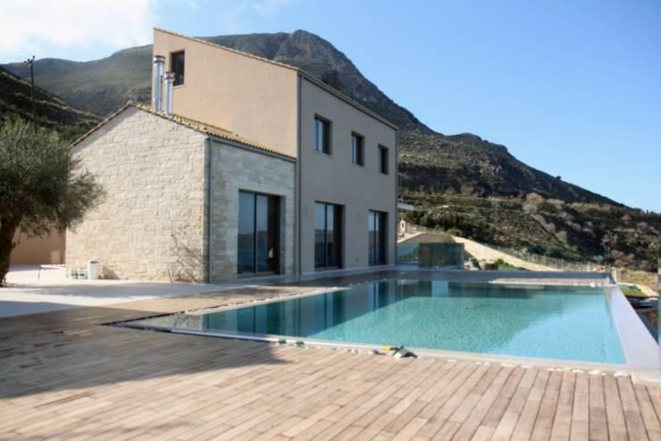 Villa K: Case in stile  di kuluridis