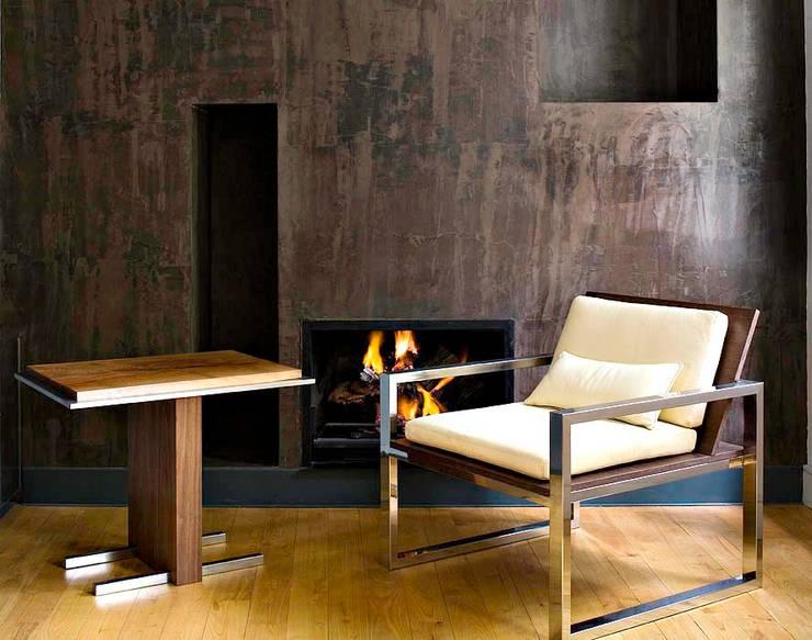 Butaca y mesa Otto: Salones de estilo moderno de Ines Benavides