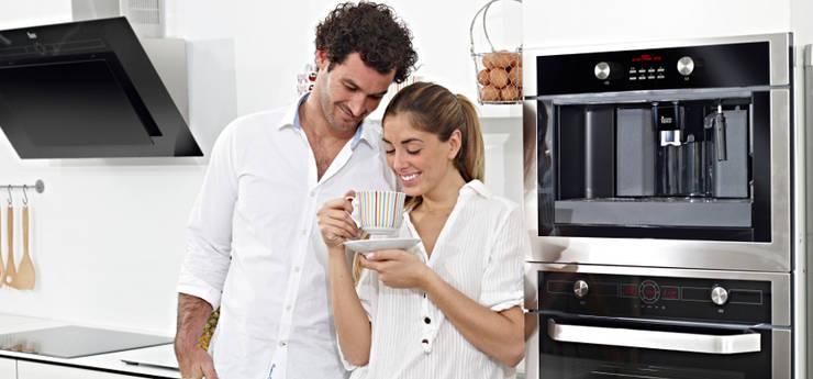 ELECTRODOMÉSTICOS: Cocina de estilo  de Muebles Flores Torreblanca