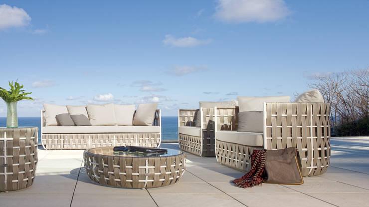 TERRAZA Y JARDÍN: Balcones y terrazas de estilo  de Muebles Flores Torreblanca