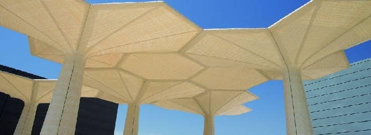 TERRAZA Y JARDÍN: Piscinas de estilo  de Muebles Flores Torreblanca