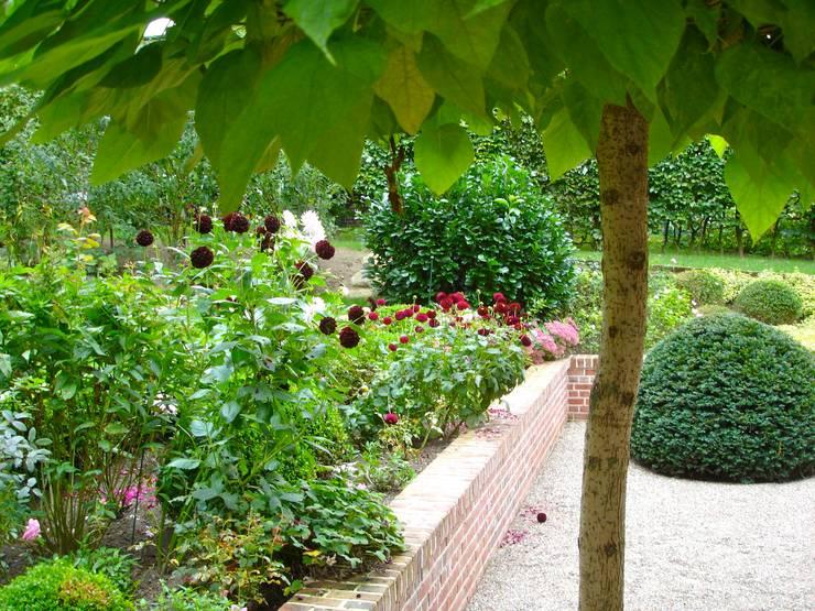 Jardines de estilo  por Cabanis Innenarchitektur