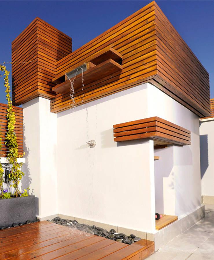 Atico en la ciudad: Terrazas de estilo  de UNJARDINPARAMI