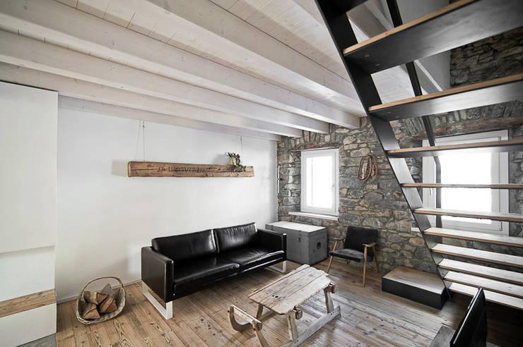 Nuovo progetto: Soggiorno in stile in stile Moderno di MIDE architetti