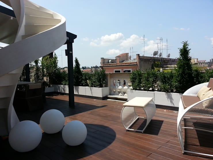Shiny House: Terrazza in stile  di ADLsolutions