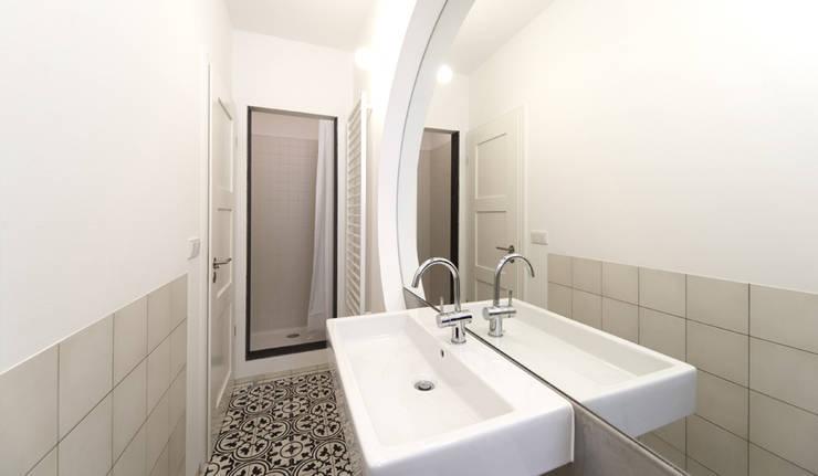 minimalistische Badkamer door Brut Deluxe Architektur + Design