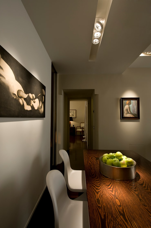 Trastevere Apartment: Sala da pranzo in stile  di Carola Vannini Architecture