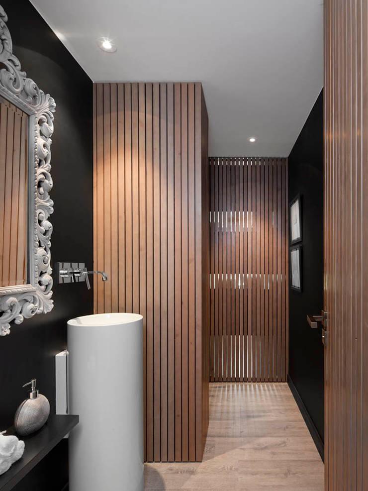 Expresión Transversal: Baños de estilo moderno de Susanna Cots Interior Design