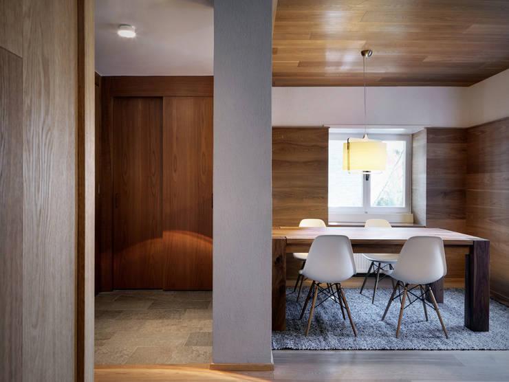 casa C: Soggiorno in stile in stile Moderno di es-arch