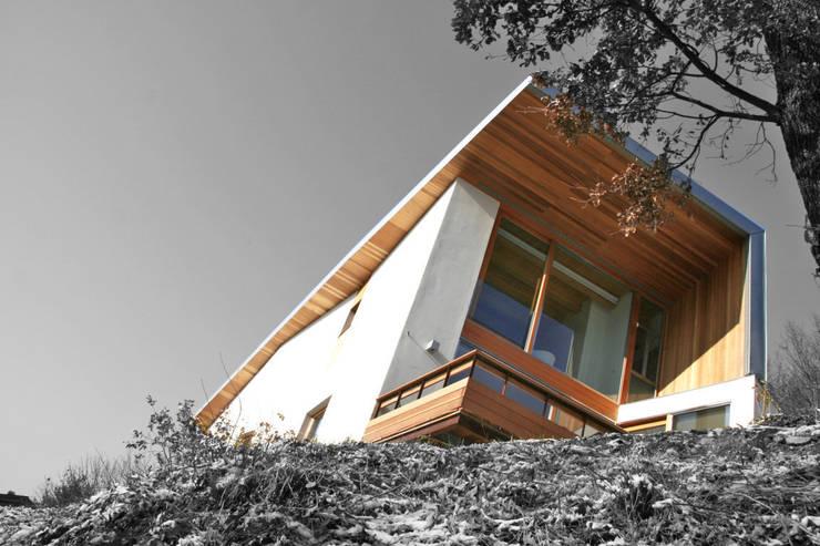Casa unifamiliare a Nembro-BG: Case in stile in stile Moderno di PBEB architetti