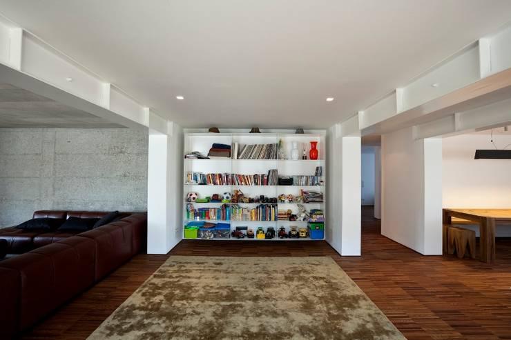 Casa DD: Soggiorno in stile  di C&P Architetti - Luca Cuzzolin + Elena Pedrina
