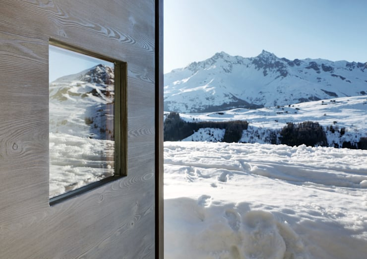 A wardrobe in the landscape: Case in stile  di es-arch