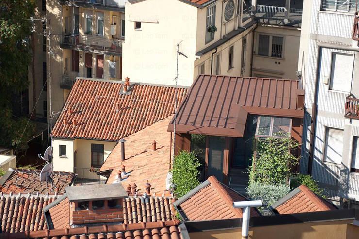 Casas  por Calzoni architetti