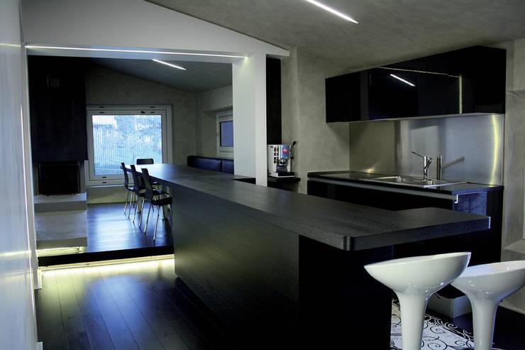 Casa DAMI : Cucina in stile  di Enrico Muscioni Architect