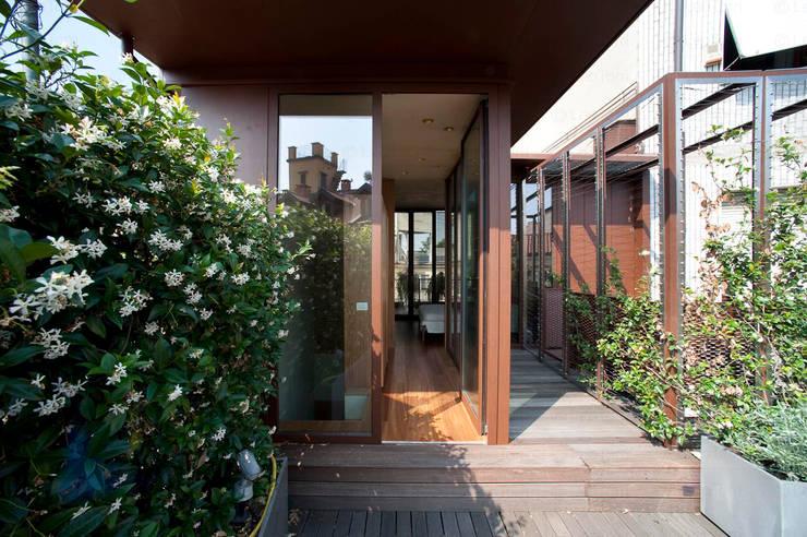 Terraços  por Calzoni architetti