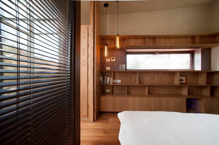 Sala de estar  por Calzoni architetti