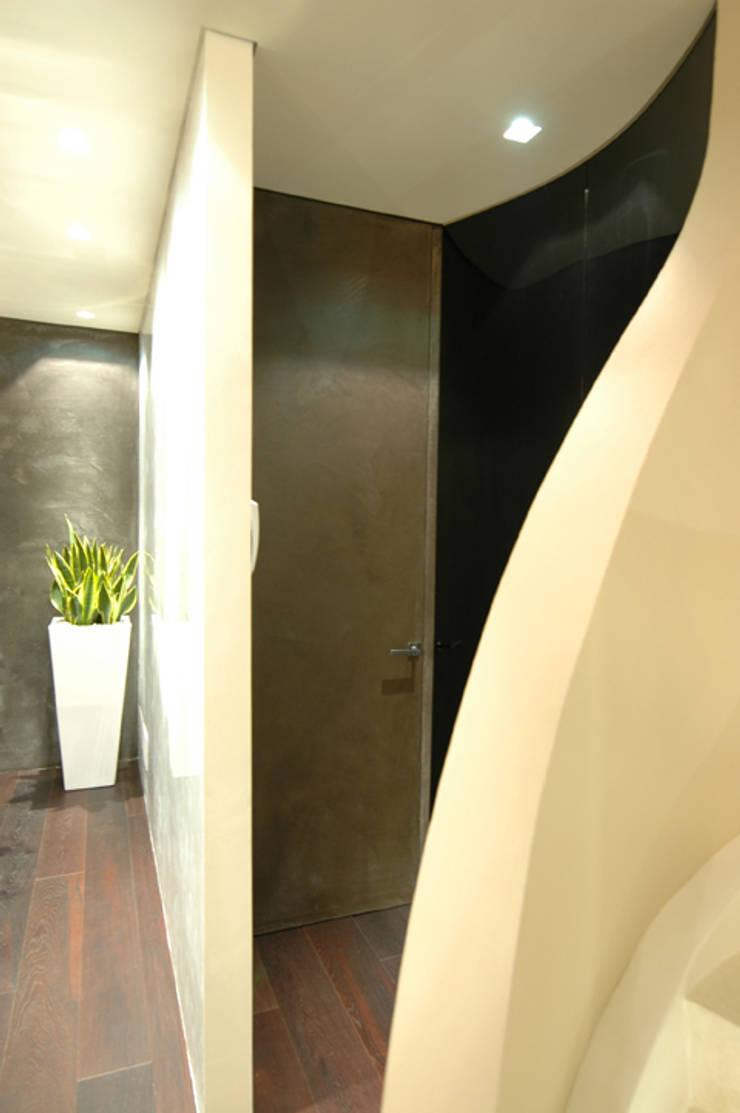 Enrico Muscioni Architect が手掛けた廊下 & 玄関