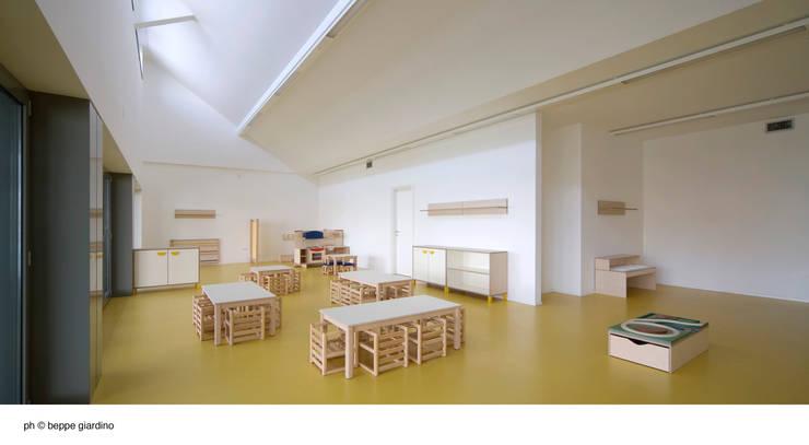 Corridor & hallway by Comoglio Architetti