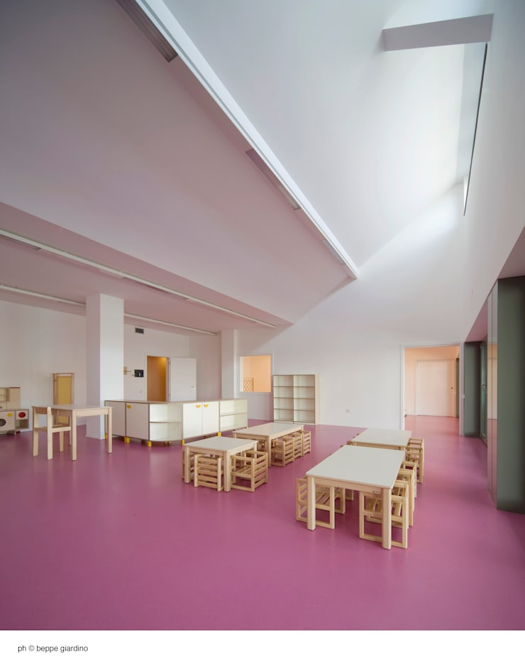 minimalistic Nursery/kid's room by Comoglio Architetti