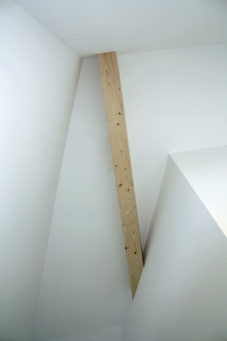 Minimalist corridor, hallway & stairs by stengele+cie. Minimalist