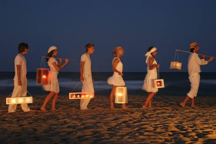 La praticità delle lanterne Faroles Gandia Blasco: Giardino in stile in stile Minimalista di Alessandra Gaeta