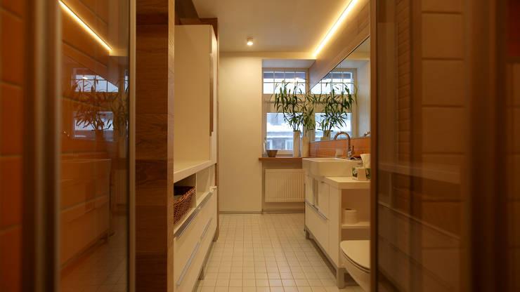 "Townhouse ""Bristol"": Ванные комнаты в . Автор – Shar Project"