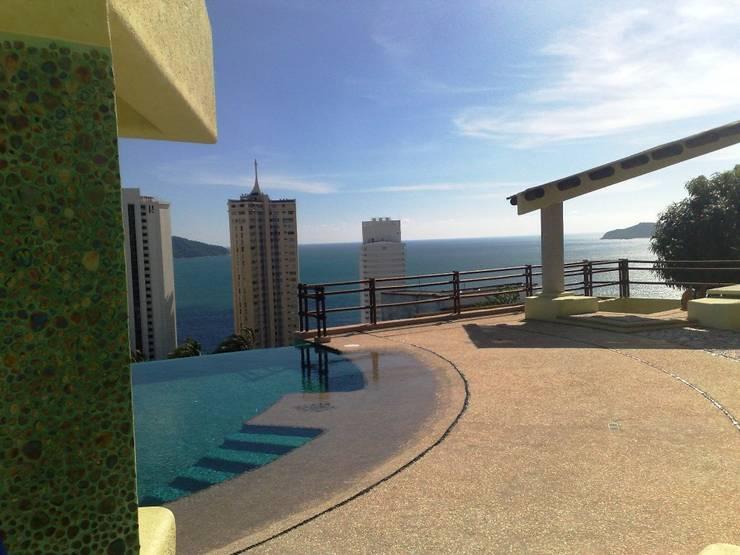 Alberca, y terraza: Terrazas de estilo  por ARQUELIGE