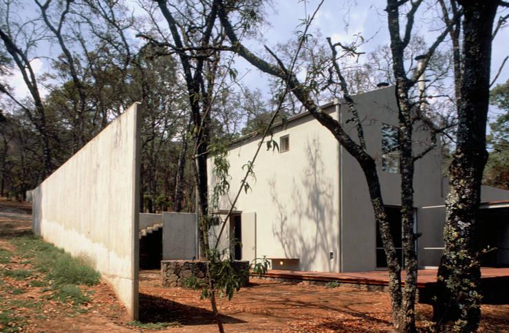 VILLA DE GRACIA: Casas de estilo  por JUAN IGNACIO CASTIELLO ARQUITECTOS