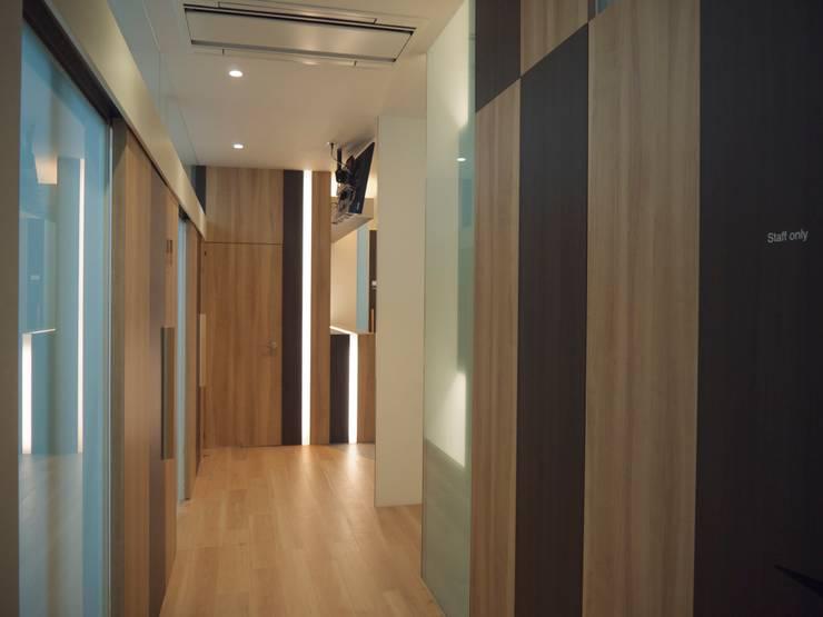 廊下:       古津真一 翔設計工房一級建築士事務所が手掛けた廊下 & 玄関です。