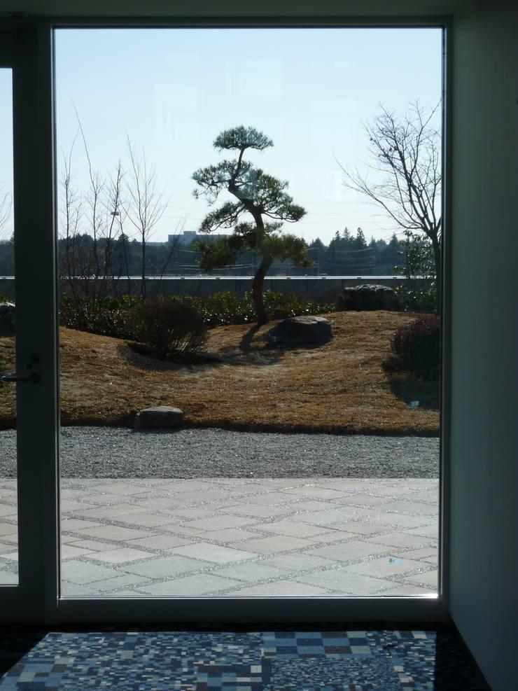 茨城県つくば市 屋上庭園: 株式会社 髙橋造園土木  Takahashi Landscape Construction.Co.,Ltdが手掛けた庭です。,オリジナル