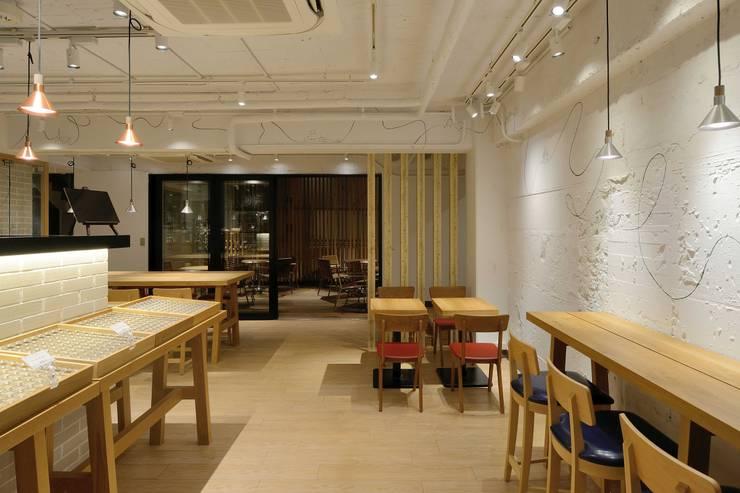 Bun Café - インテリア・カフェ席: MoMo. Co., Ltd.が手掛けたレストランです。,