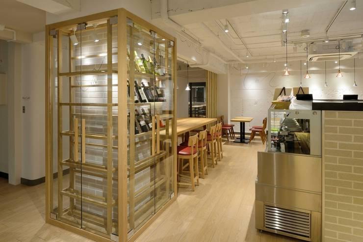 Bun Café - インテリア・ディスプレー: MoMo. Co., Ltd.が手掛けたレストランです。,