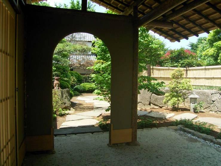 数奇屋門: 一級建築士事務所 匠拓が手掛けた庭です。