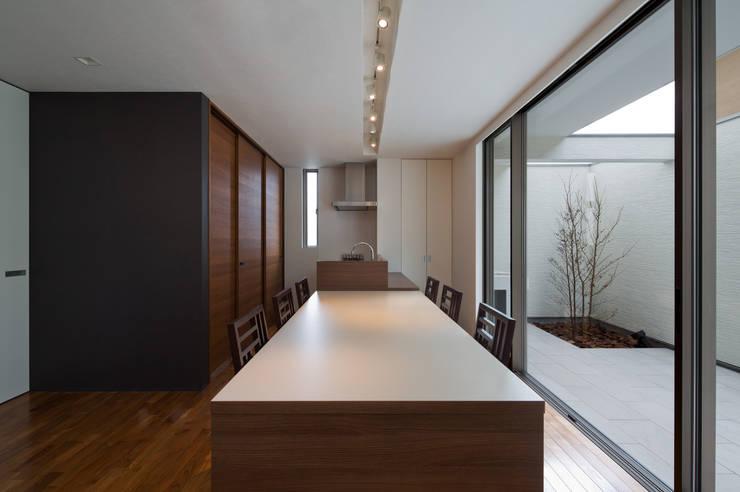 M6-house 「  幾何学の家」: Architect Show co.,Ltdが手掛けたダイニングです。