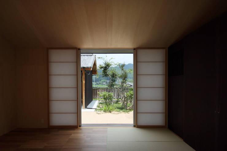 三田の農家-ANNEX/GAZEBO: eu建築設計が手掛けた寝室です。,