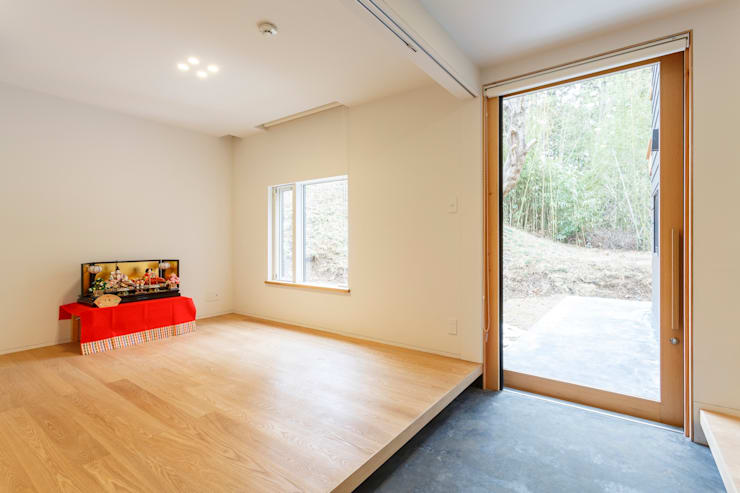 T邸: SOYsource建築設計事務所 / SOY source architectsが手掛けた廊下 & 玄関です。