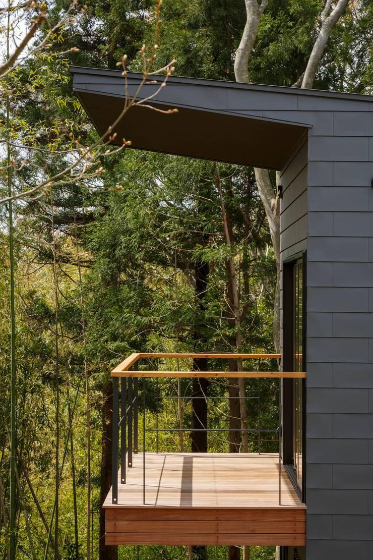 T邸: SOYsource建築設計事務所 / SOY source architectsが手掛けたテラス・ベランダです。