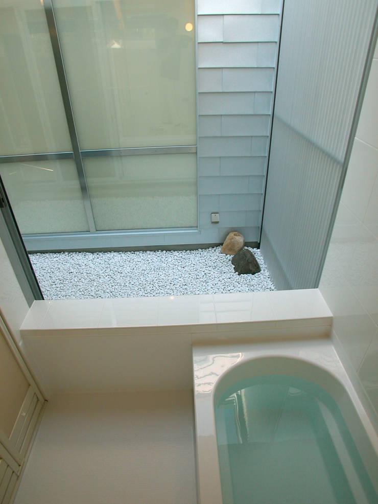 峰山の家: 株式会社ハマノ・デザインが手掛けた浴室です。