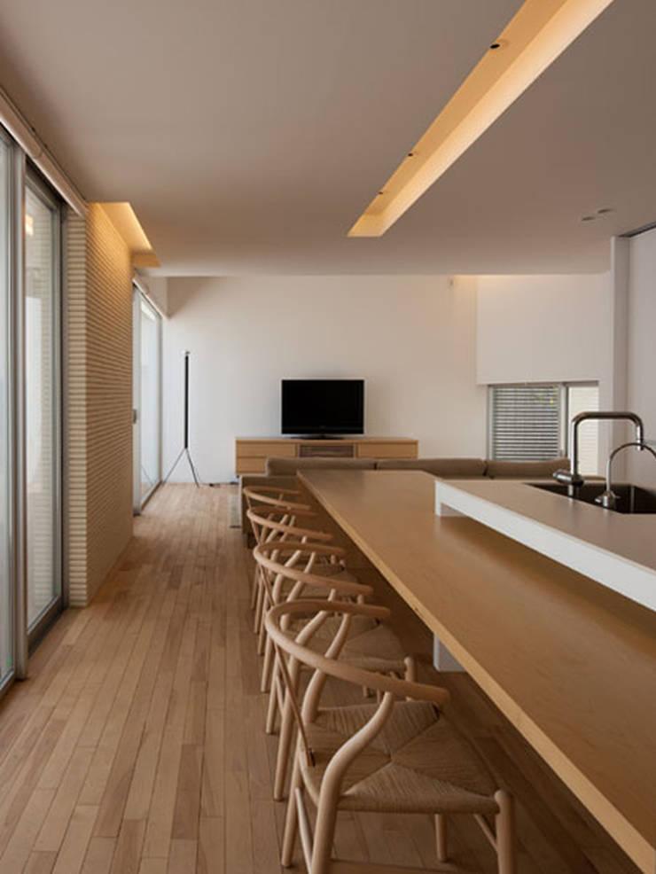 春日丘の家: 小田裕二建築設計事務所が手掛けたダイニングです。