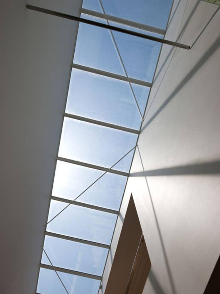 春日丘の家: 小田裕二建築設計事務所が手掛けた窓です。