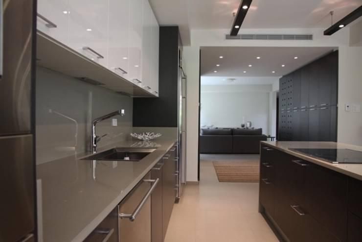 Cozinhas  por Lichelle Silvestry Interiors