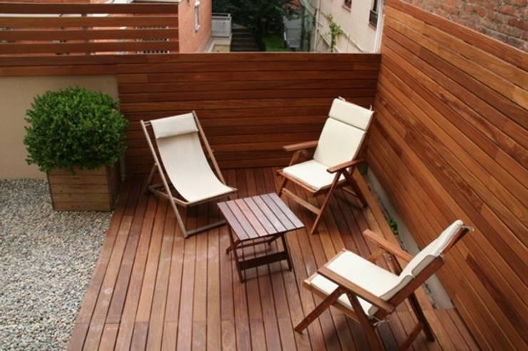 Casa unifamiliare a Barcellona (Spagna): Giardino in stile  di PBEB architetti